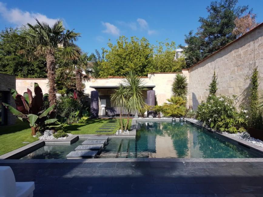 construction piscine bordeaux piscine debordement. Black Bedroom Furniture Sets. Home Design Ideas